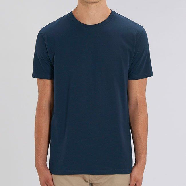 tummansininen t-paita